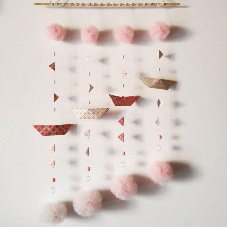 Giostrina per la cameretta e la decorazione della casa con barchette origami rosa, bandierine, pompon e perline -regalo bimbi di EffeDetails su Etsy