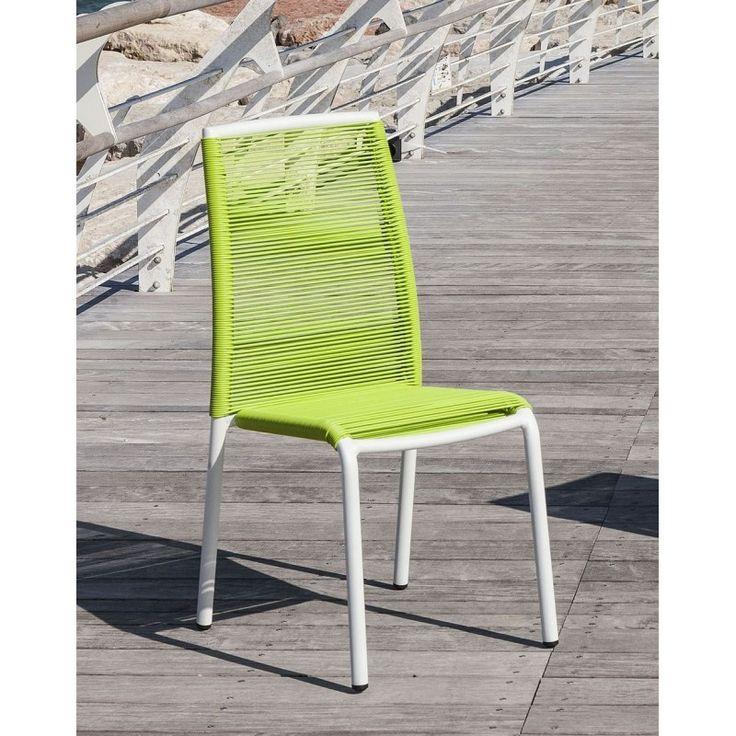 La sedia Kely di Tomasucci è una sedia da sfruttare negli spazi outdoor per godersi le ore all'aperto all'insegna del relax e della natura. Capace di creare un ambiente esterno che pensa ai vostri momenti in compagnia.