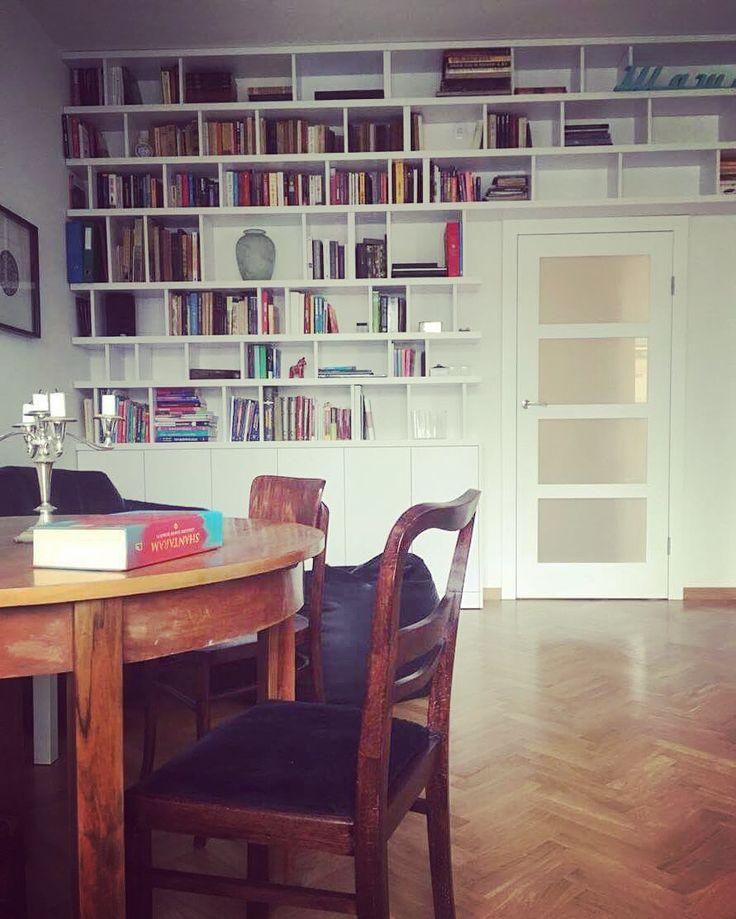 zabudowa nad drzwiami bookcase over the door #regał #bookcase #zabudowa #book #books #booklover #czytanie #czytam #czytambolubie #readingbooks #biel #white #meble #furniture #nawymiar #dom #home #mjakmieszkanie #remont #decor #design #warszawa #warsaw #poland