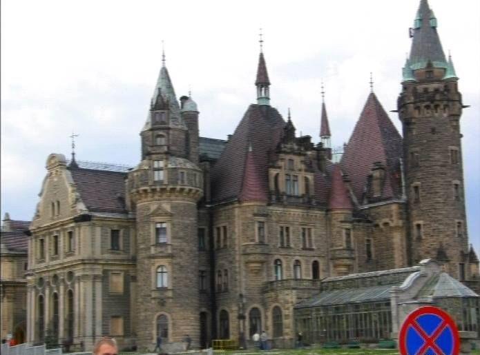 Piękny zamek w Mosznej