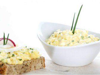 Vajíčková pomazánka je oblíbenou českou klasikou, obzvláště v době Velikonoc. V tomto článku vám přináším několik vyzkoušených variant této pomazánky.