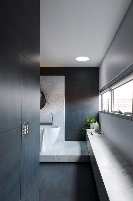 Salle de bain chic et minimaliste, marbre, noir et blanc | chic and Minimalist Bathroom by Minosa Design, black and White, marble
