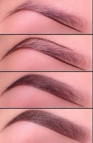 Augenbrauen einfach perfekt aufgefüllt und natürlich nachgezeichnet.