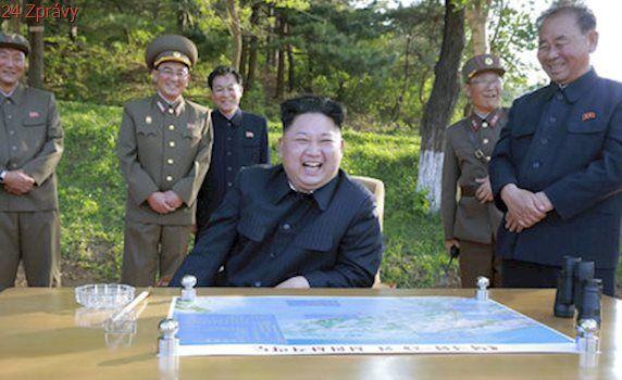 """""""Zmaříme sny nepřítele."""" Kim rozmístí nový systém obrany, Trump KLDR kritizuje"""