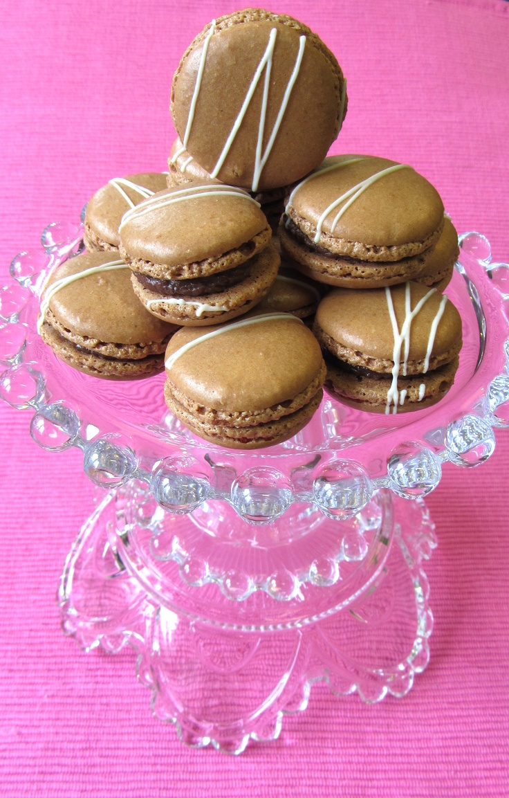 Oh, my sweeties, I have missed you all so much. We finally got a AC installed at work so I could make my macarons again!    These ones are with cacao flavored shells and a chocolate and roasted almond ganache. Nom!