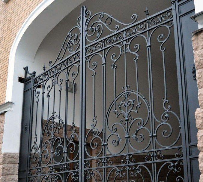 puertas de hierro forjado. Comprar una puerta de hierro forjado en Minsk