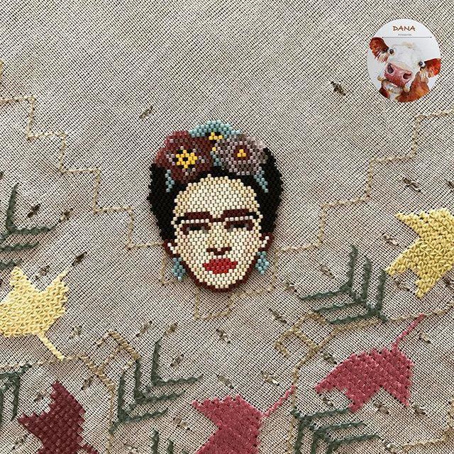 Vee Frida ister kolye ister broş olarak  #danaaccessories #miyuki #miyukibroş #miyukibeads #miyukiaddict #miyukinecklace #miyukikolye #kolye #broş #fridakahlo #frida #fridakolye #beaded #aksesuar #takisizgezmeyenlerkulubu #handmade #handmadejewellery #elyapımı #elemeği #çiçek #flowers beautiful pattern by @t_a_t_s_i