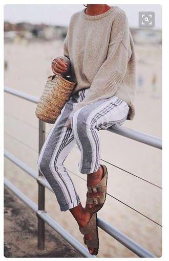 Coole Trendy Chilled Beach Outfit breit gestreifte…