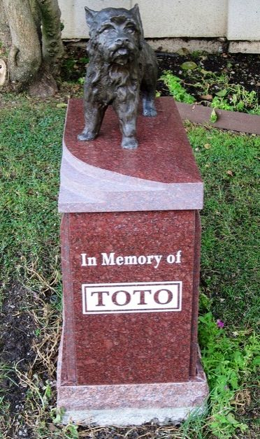 Famous dog TOTO grave site Toto was from Wizard of Oz. I would love to visit and pay my respects, what a wonderful show dog!