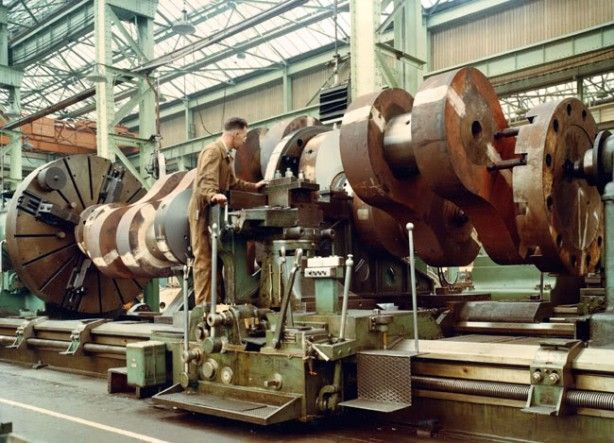 """""""Now that's a lathe!"""" Crazy giant shipbuilding equipment in a classic photo essay via MakerBlog"""