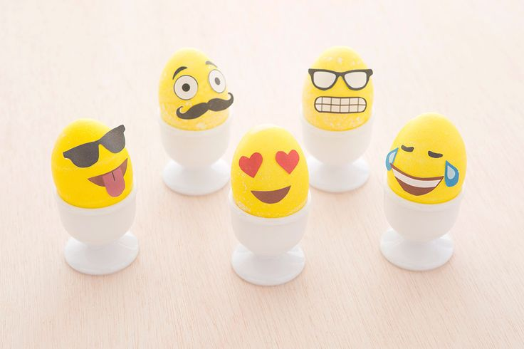 emoji eggs // How to Make Emoji Easter Eggs (+ Free Printable!) via Brit + Co.