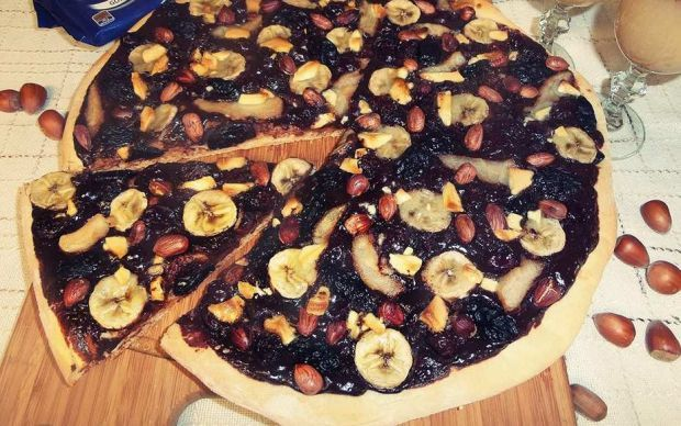 Owocowo-czekoladowa pizza
