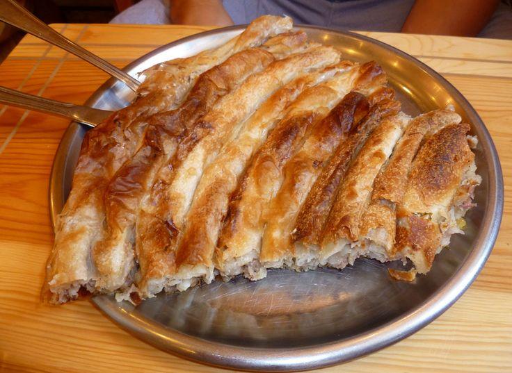 Burek - 10 potraw, które musisz spróbować będąc w Chorwacji || http://crolove.pl/10-potraw-ktore-musisz-sprobowac-bedac-w-chorwacji/ || #Chorwacja #Croatia #Hrvatska #CroatianFood #FoodPorn