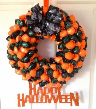 """Halloween Balloon Door Wreath by Diane Burkitt """"It is a 40cm balloon door wreath made with around 150 latex balloons, sprinkled with a little iridescent glitter and features a glittery Happy Halloween hanging sign and a spooky spider ribbon bow"""" art-of-crafts.net"""
