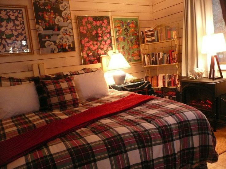 The king size bed in Royal Stewart tartan!