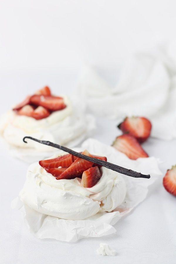mini pavlova with mascarpone cream and strawberries