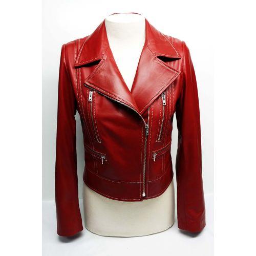 Perfecta para la ciudad, la #cazadora TRITON muestra el tipo perfecto por excelencia. Una cazadora elegante a la par que #rockera. Fabricada en España #madeinspain de forma #artesanal, en #piel de cordero español de la mejor calidad. Consíguela en la #BoutiqueOhMyChic - #OhMyChic - El escaparate de diseñadores de moda. Calle Duque de Sesto 13, #BarrioSalamanca #Madrid #BoutiqueMadrid #modaespañola