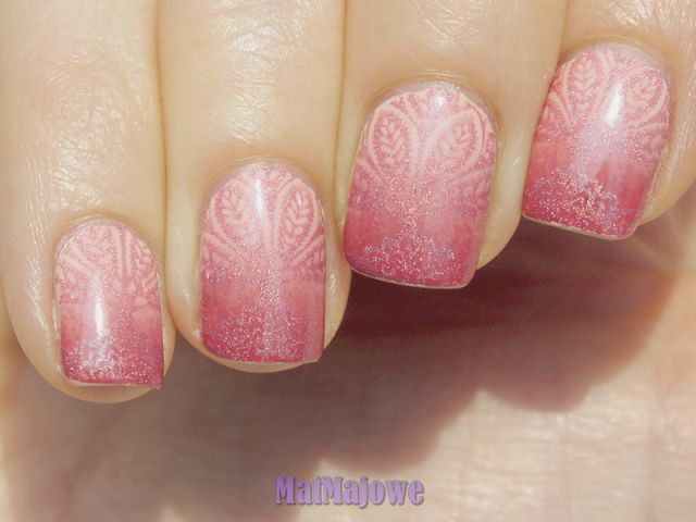 pink gradient with Bourjois La Laque 2 Chair et Tendre and 7 Lycheers polishes, stamped with Colour Alike 510 Wata Cukrowa smooth pastel pink holo and the grat plate Blueberry 01 http://matmajowe.blogspot.com/2015/10/rozowo-z-pierwsza-jagodka.html