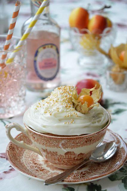 Cup cake in fleemarket cup