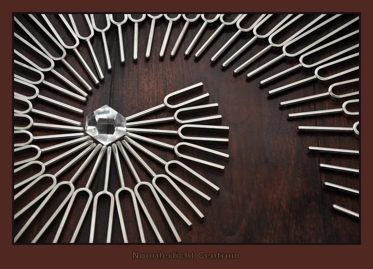 Fonoforese: Frequentie Healing & Toonpunctuur met stemvorken   Kijk op: www.fonoforese-academie.nl