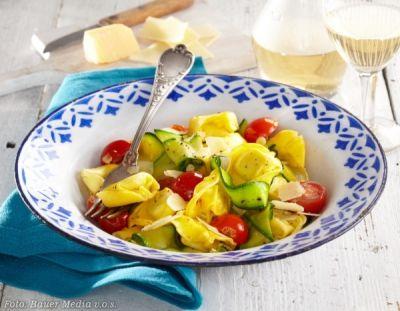 Tortellini s cuketou a rajčátky