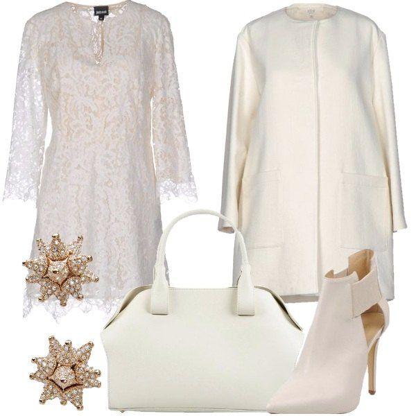 Outfit composto da vestito corto in pizzo, soprabito in tela con collo tondo, stivaletti con tacco a stiletto e inserti elastici, borsa a mano in pelle e orecchini in ottone e Swarovski.
