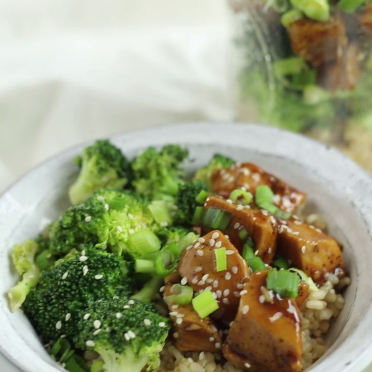 This chicken and broccoli teriyaki dish is easy to make the night before and just as yummy the next day! Healthy, balanced meal — all in one jar!