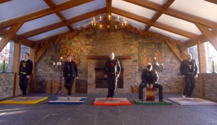Парни из «Fusion Fighters» сделали весьма смелый шаг – они соединили ирландские танцы, классическую музыку и интерьер средневекового замка.