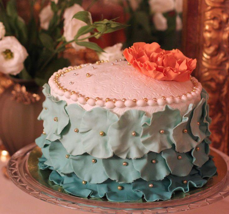 Бирюзовый торт с пионом