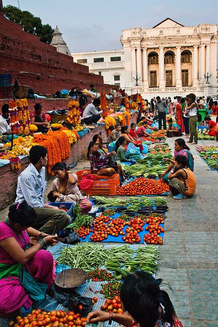 Marché au Népal, magnifique cliché coloré qui nous transporte dans un autre univers. #Market #world