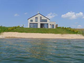 Haus am See mit Privatstrand N im Löbnitz: 6 Schlafzimmer, für bis zu 18 Personen. Großes Ferienhaus mit eigenem Strand, Kamin, Sauna, direkt am See, Nähe Leipzig | FeWo-direkt