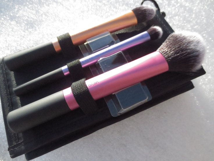 @realtechniques Travel Essentials #Makeup #brush #Review -Montser Girl