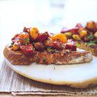 Bruschetta met chorizo en krokante saffraan-aardappelen - recept - okoko recepten