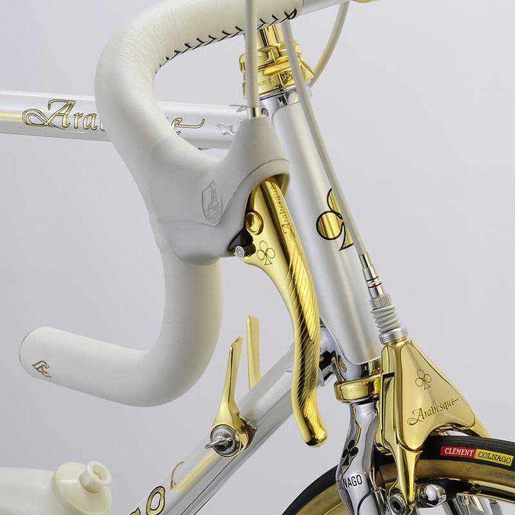 Oficina espanhola Vintage Luxury Bicycles restaurou modelo Colnago Arabesque com detalhes em ouro 24K.