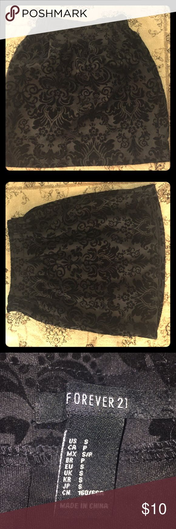 Damask Print Skirt Forever 21 size S. Velvet damask print elastic waist skirt. Perfect for tucking blouses into and worn with tights and heels! Smoke free pet free home! Forever 21 Skirts A-Line or Full