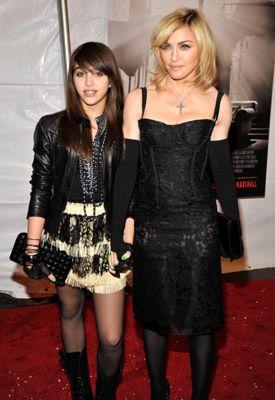 Nine (2009) - Madonna with daughter Lurdes
