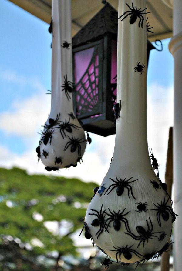 Hello Paper Moon: Creepy Halloween Decor: Spider Sacs