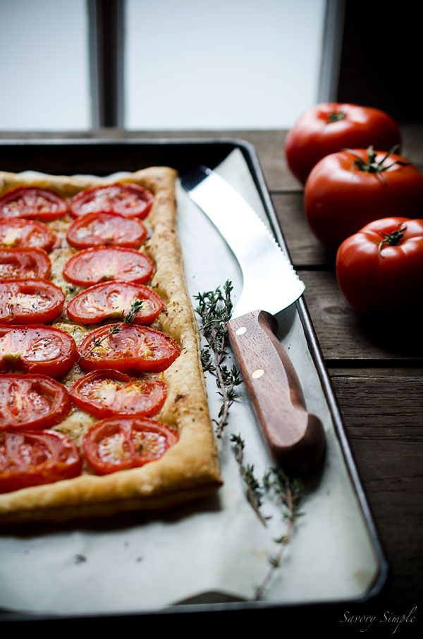 This simple tomato tart is made with only 4 ingredients: tomatoes, puff pastry, roasted garlic and fresh thyme | SavorySimple.net