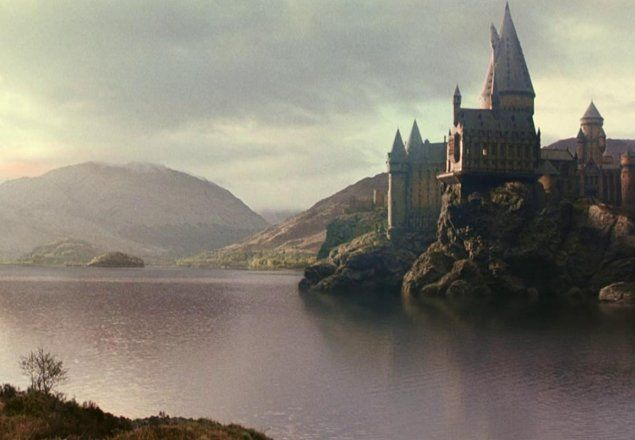 Daily Ambient Atmosphere For Writing More Listen To Homework Near The Black Lake Harrypo Hogwarts Harry Potter Aesthetic Hogwarts Aesthetic