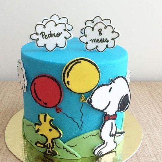 Que lindo esse bolo do Snoopy para mêsversário by @vanigliadocesfinos ! #loucaporfestas #snoopy #festasnoopy #festasnoopyideias