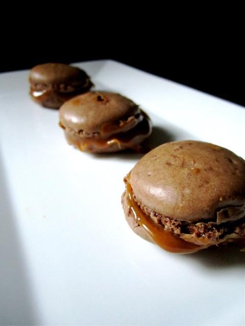 dulce de leche macarons | mmm...Macarons | Pinterest ...