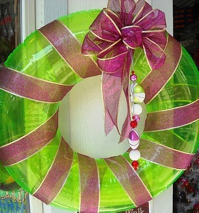 Super cute inflatable wreath! So simple and SMART