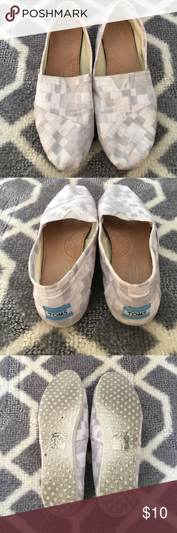 White and gray TOMS Hardly worn white and gray TOMS! In great condition, take a look at all the pictures. Everyone loves a good pair of TOMS! TOMS Shoes Flats & Loafers