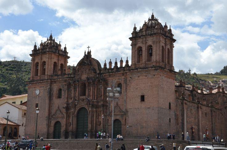 La ville de Cuzco a été choisie par tripadvisor comme une des meilleures destinations du monde en 2015. A ne pas manquer! La Cathédrale Notre-Dame-de-l'Assomption. Photo de Bienvenue au Pérou 2015.