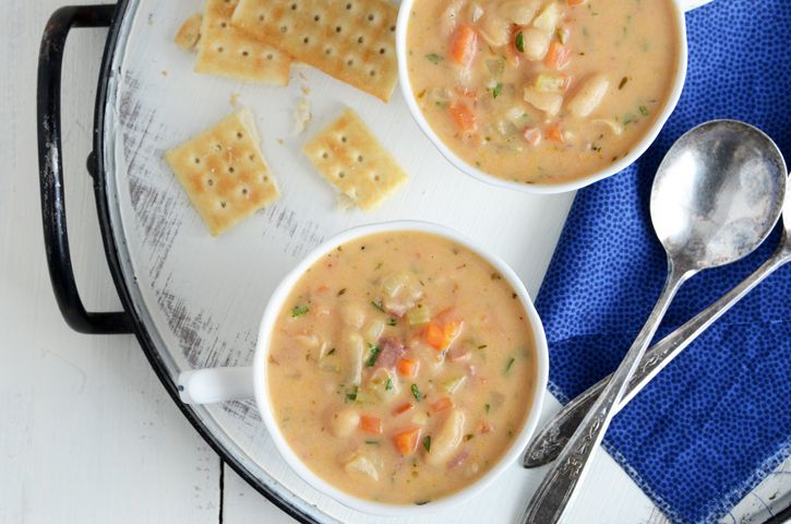 White Bean Chowder @Faith Gorsky Safarini: Beans Stew, Chowders Http Bit Ly Hpgbgm, Soups Recipes, Beans Chowders, Bacon, Chowders Soups, Chowders Recipes, Chowders Faith, White Beans Soups