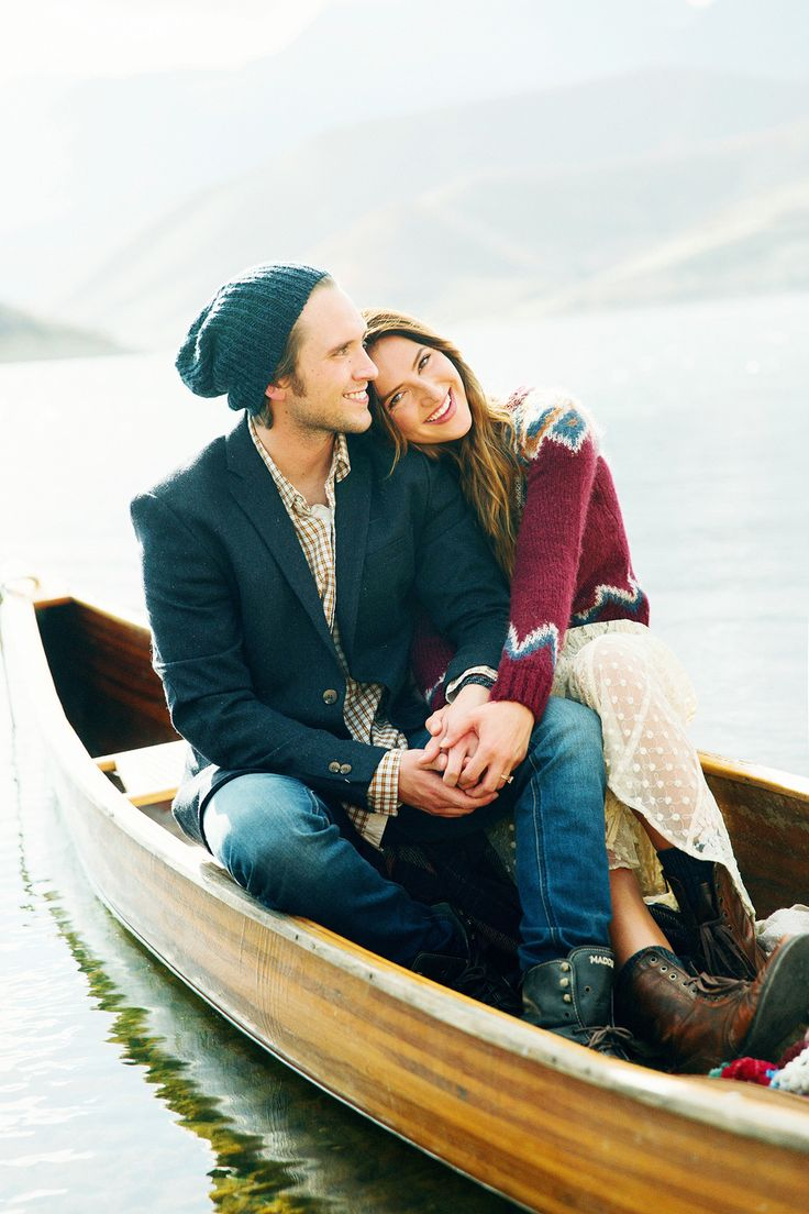 Love the engagement session in the Canoe. So relaxed and a great lake background.  www.stephaniesunderland.com