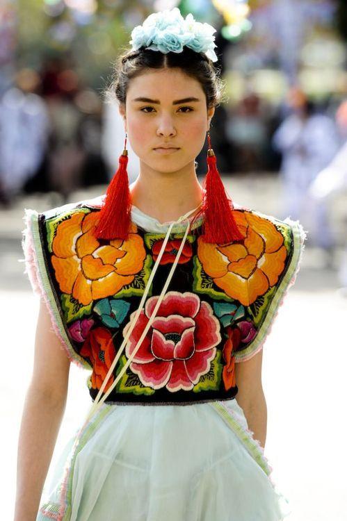 Cavalera - São Paulo Fashion Week 2011 Frida Khalo Collection