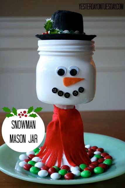 How CUTE is this Snowman made from a mason jar? LOVE how he's looking after the Christmas candy!