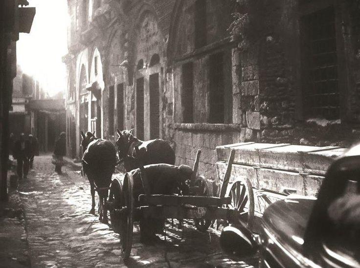 Sokağın sesi duyuluyor mu? F: Zeki Faik İzer, 1930'lar #istanbul