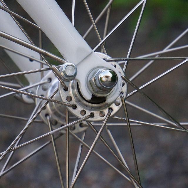 Polkupyörän pyörän akseli Helkaman Jopo pyörästä.